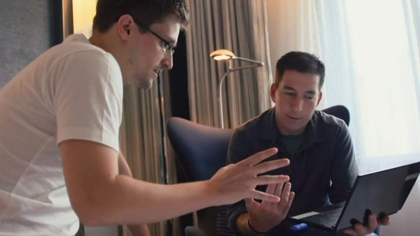 Snowden con il giornalista Glenn Greenwald, durante le riprese di Citizen Four, documentario vincitore del premio Oscar 2015.