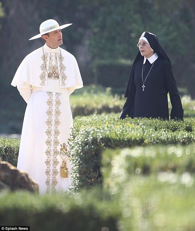 Jude Law e Diane Keaton durante le riprese.