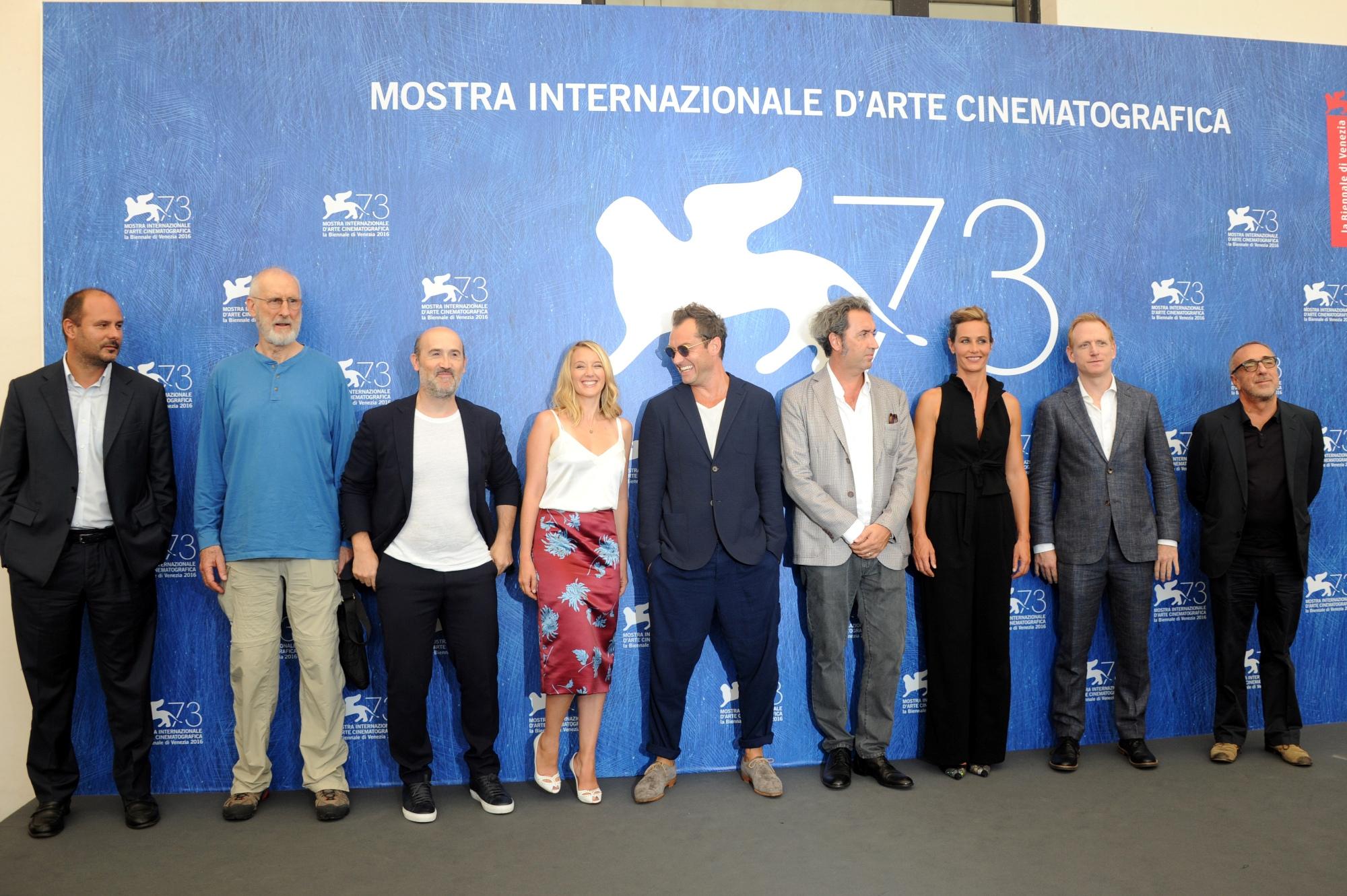 Il cast quasi al completo, alla Mostra del Cinema di Venezia.